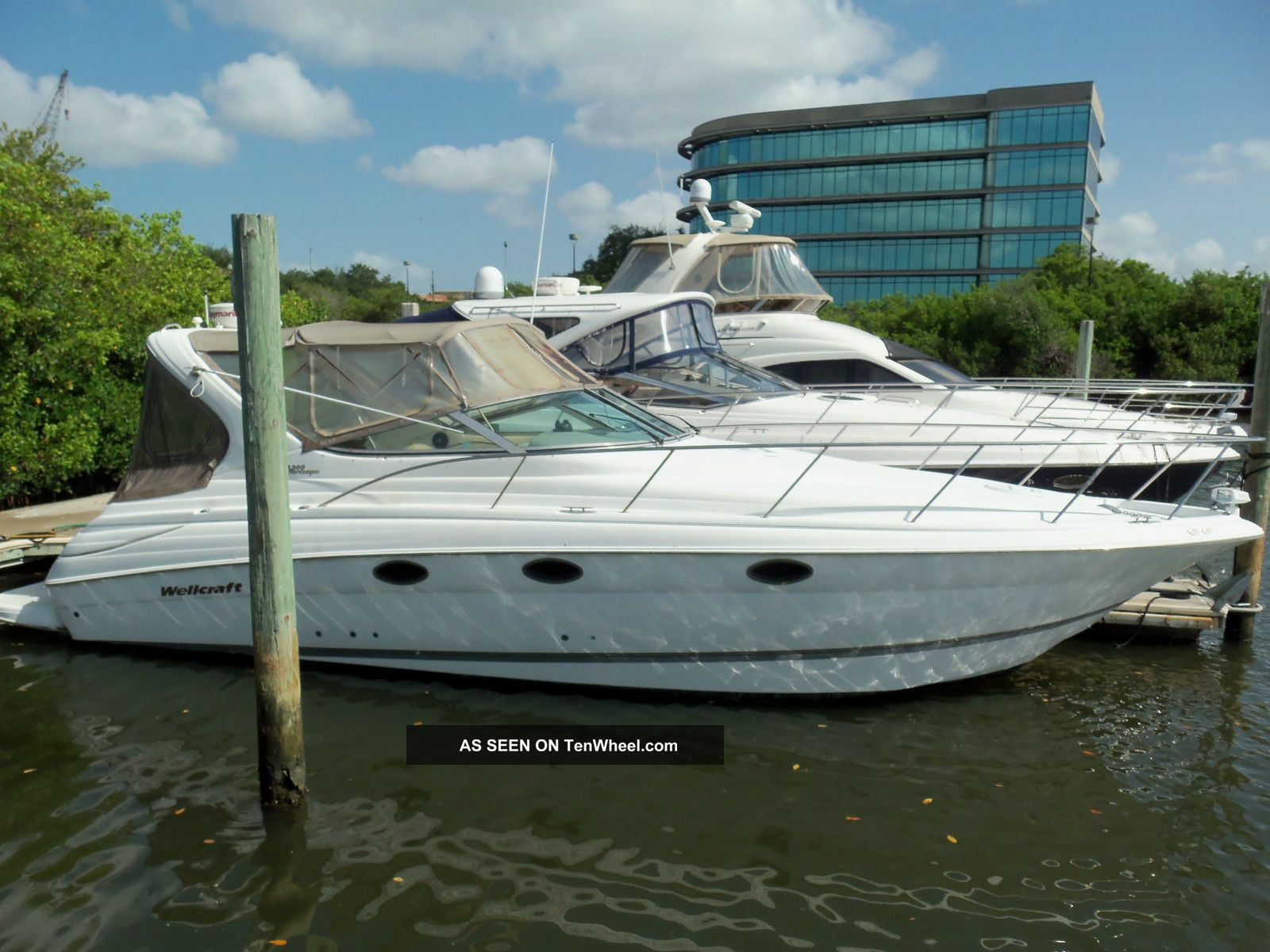 2001 Wellcraft 3300 Martinique Cruisers photo