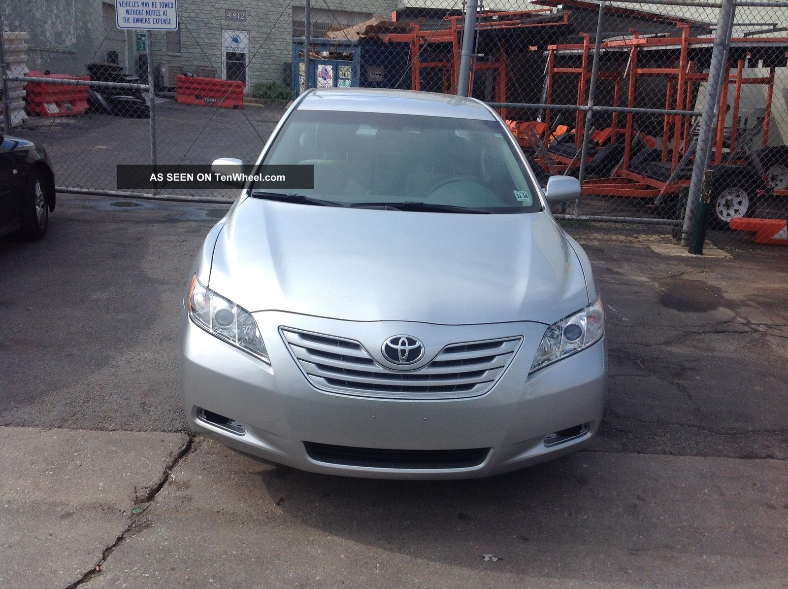 2009 Toyota Camry Le Sedan 4 - Door 2.  4l Camry photo