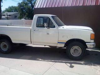 1991 Ford F - 250 Pickup Truck 4x4 V - 8 Dirt / Snow Tires - Needs Work White photo