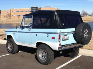 1972 Ford Bronco Sport 4x4 Uncut Fenders,  302v8,  Manual 3 - Speed,  Hard & Soft Top photo